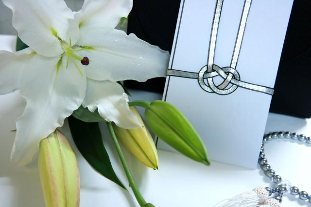 相続時に受け取る香典と花