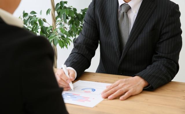 弁護士に借金を相談する人