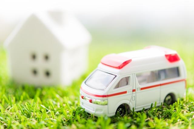 家と救急車