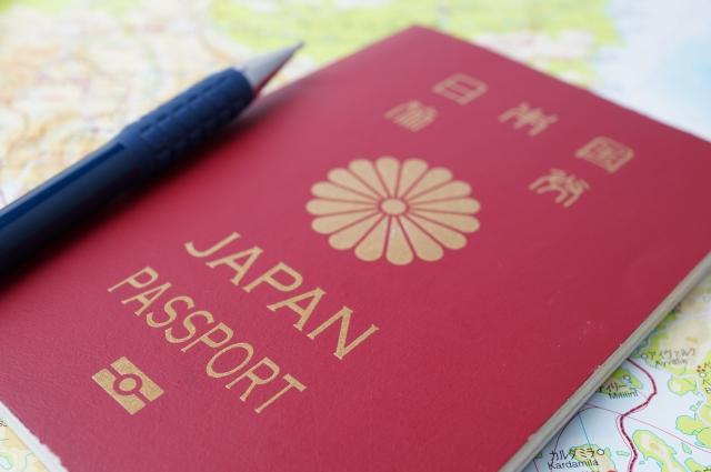 パスポートとペン
